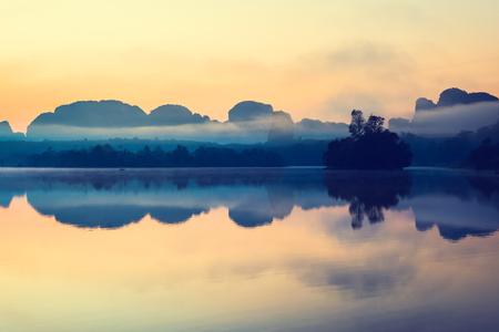 美しい日の出と自然のラグーン、クラビ、タイで 4, ク ラビ ラグーンでの反射。