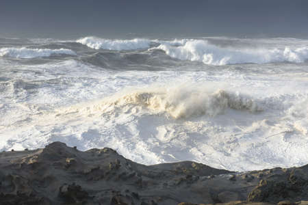Swells of a Decade Crashing Against the Cliffs of Shore Acres State Park, Coos Bay Oregon 版權商用圖片