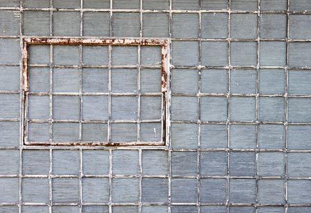 Pared De Ladrillo De Vidrio Con Un Oxidado Ventana Fotos, Retratos ...