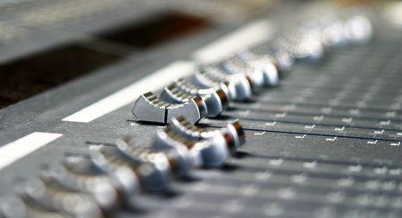 nauwe omhoog van en autio xonsole in een studio muziek mixen
