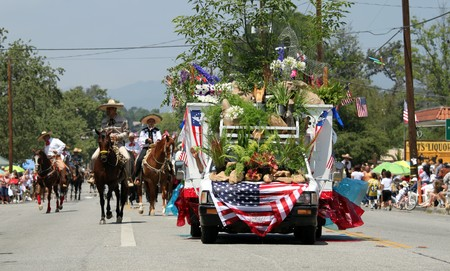 Ojai, CA - JULY 3 : Annual 4th of July parade in Ojai one day early this year July 3, 2010 in Ojai, CA.  Stock Photo - 7308092