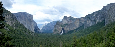 merced: The valley of the Yosemite National Park in California