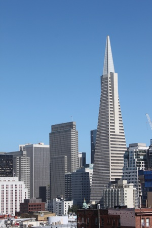 sf: View of the Transamerica Pyramid Building in San Francisco