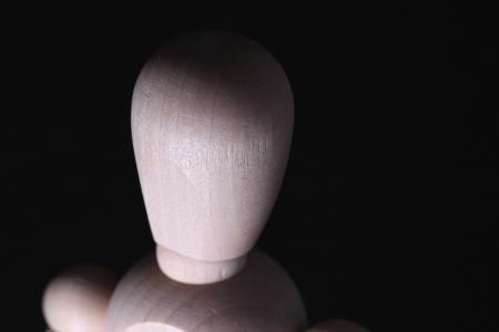 marioneta de madera: Primer plano de una cabeza de mu�eco de madera. Foto de archivo