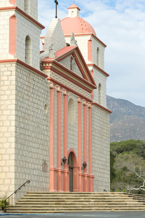 santa barbara: The Spanish historic Santa Barbara Mission in California.