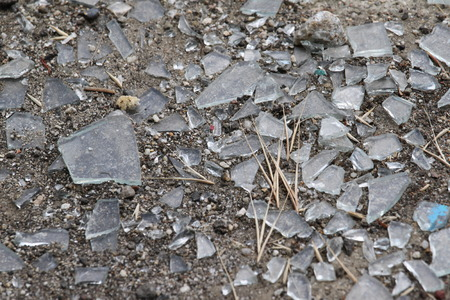durty: Durty old glass shattered on the ground.