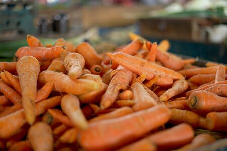 Pile of Fresh Carrots at vegetable market Imagens