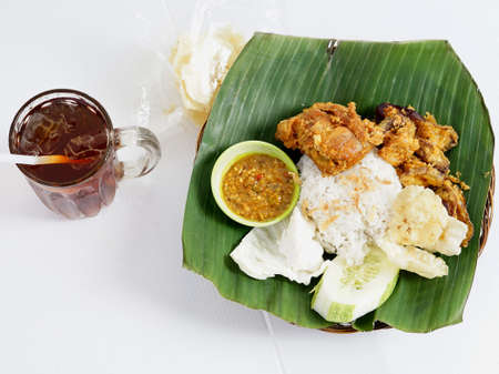 Nasi Uduk Ayam Goreng with Ice Tea, Homemade of famous Indonesian Cuisine. Zdjęcie Seryjne