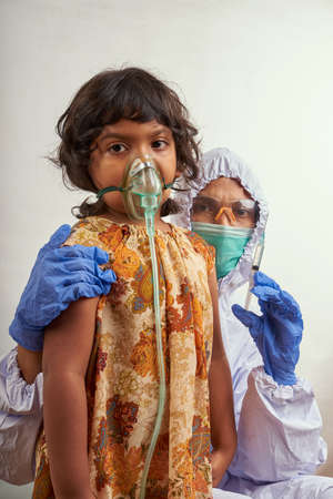 Virologist in protective suit makes vaccination to Little girl patient infected with Corona Virus Stockfoto - 160524234