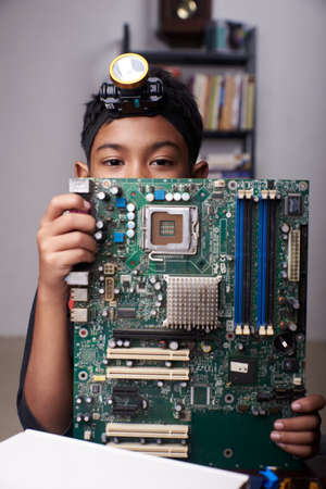 Student boy Studying and repairing Pc motherboard in the Computer Lab Stockfoto
