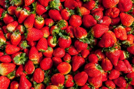 gules: strawberries