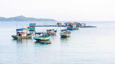 holgaz�n: Embarcaciones de ocio en Hon. Mau Isla, madrugada, Nam Du Islas, Kien Giang, Vietnam