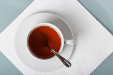 Чашка чая на салфетке геометрические композиции с копией пространства