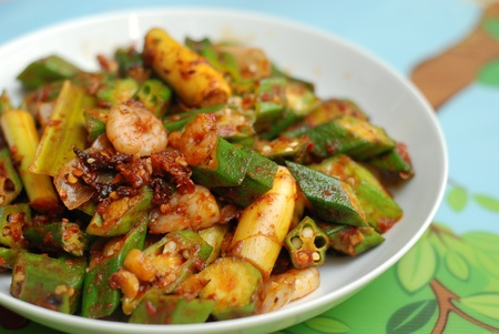 okra: Ladys finger with shrimp and chilli Stock Photo