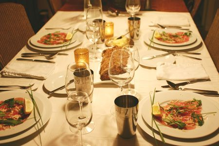 intimate dinnerparty photo