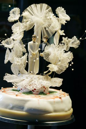 bridegrooms: Topside of big wedding cake with two male figurines as bridegrooms