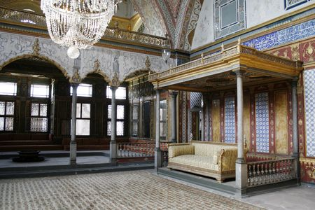 turkiye: Beautifully decorated vintage audience hall of Sultan at Topkapi palace in Istanbul