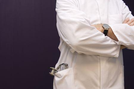 bata blanca: M�dico con bata blanca y estetoscopio  Foto de archivo