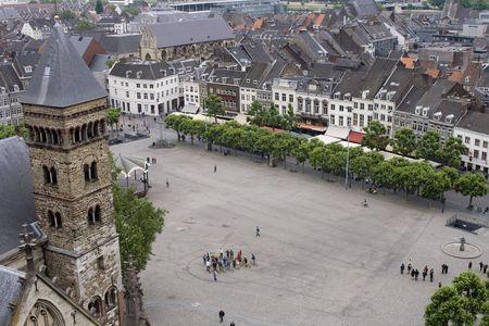 ハイアングルビュー: オランダのマーストリヒトの中世町のハイアングル 写真素材