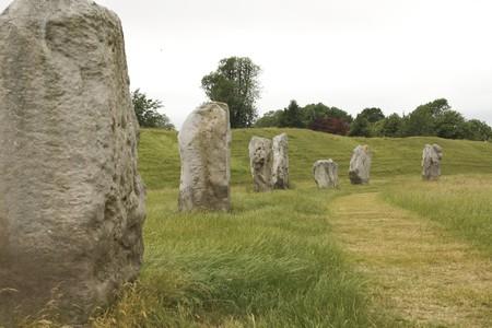 neolithic: El c�rculo de piedra antiguo famoso en Avebury en Wiltshire. Las piedras masculinas son rectas, la hembra piedras en forma de diamante m�s. Construido en el Neol�tico por motivos religiosos.  Foto de archivo