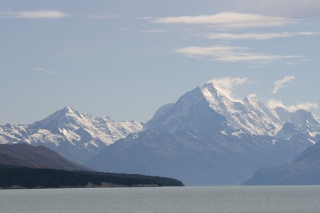 Mount Cook is the highest mountain of New Zealand with 3754 meters Stock Photo - 7930950