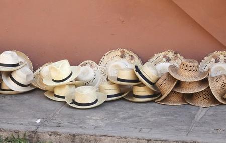 chapeau de paille: Chapeaux de paille sur la rue � Cuba