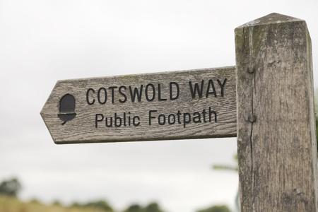 cotswold: Segno in legno con modo Cotswold