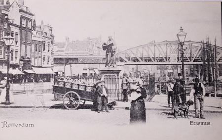 humanismo: LOS Países Bajos-alrededor de 1905: postal Vintage blanco y negro de la vida urbana en Rotterdam, 1905 Editorial