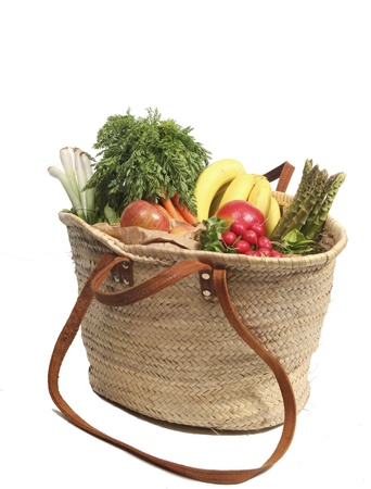 Organic groceries in shopping bag Imagens