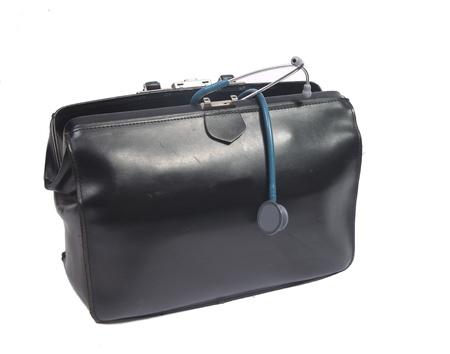 equipos medicos: Bolsa del m�dico con el estetoscopio