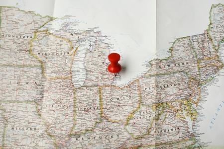 Red pin auf der Karte der USA auf Detroit Standard-Bild