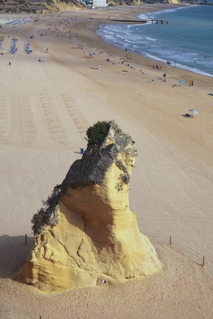 vacance: Rock on the beach of Albufeira