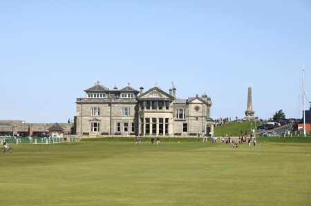ST ANDREWS, UK-JULY 22: People walking on the old golf course at St. Andrews in Scotland in front of the famous clubhouse. The oldest course in the world is on sunday free for people to stroll. Stock Photo - 11260398