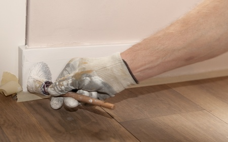 Painting a wooden ledge with white photo