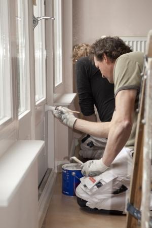 ribetes: Housepainters en el trabajo en la habitaci�n