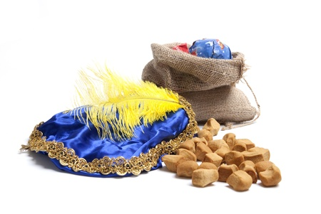 zak: Typical Dutch celebration: Bag with presents and pepernoten, ready for the children for Sinterklaas holiday on december 5th Stock Photo