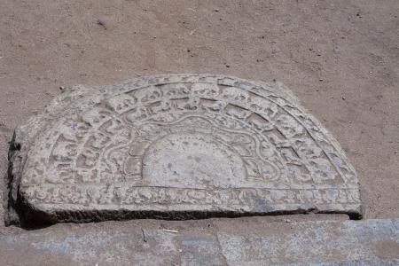 dagoba: Ancient moonstone at the entrance of Buddhist dagoba  stupa   Anuradhapura, Sri Lanka