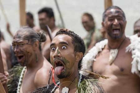 NEUSEELAND-6. Februar Maori-Krieger mit Zunge bei einem Haka am Waitangi Day Feier, 6. Februar 2009 ist Waitangi Tag ein Feiertag ist, jedes Jahr am 6. Februar, um die Unterzeichnung des Vertrags von Waitangi feiern