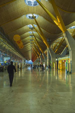 pablo: SIVIGLIA, SPAGNA-1 novembre: i passeggeri aerei presso l'aeroporto di San Pablo di Siviglia: 1 Nov 2012. Costruito nel 1913, ora � pi� di 4 milioni di passeggeri passano attraverso ogni anno, Editoriali
