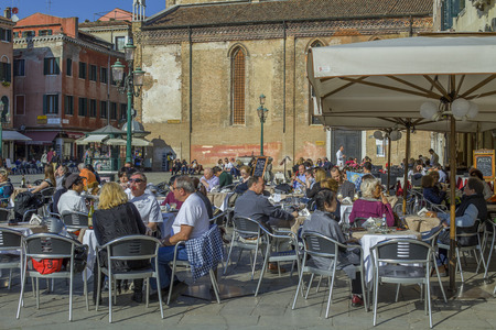 VENICE - MARCH 13   Al fresco terrace at a traditional pizzeria on March 13, 2014 in Venice  Tourism here is the main source of revenue for businesses