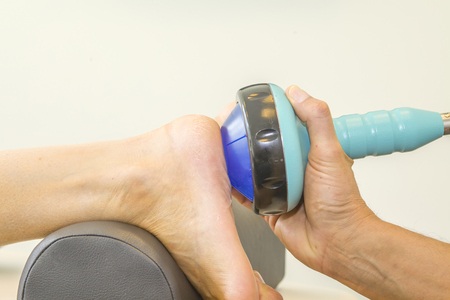 therapy equipment: Shockwave therapy increases the growth of new blood vessels and is for instance used for treating calcific tendonitis or chronic tendonitis in the foot, elbow, knee or shoulder Stock Photo