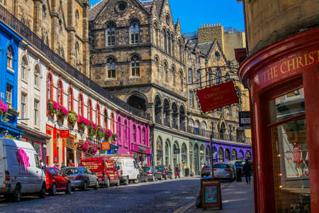 uk: The Bow, a colorful street in the Grassmarket area in Old town, Edinburgh