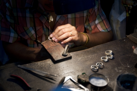 Close up shot of the making of silver jewelry. Archivio Fotografico