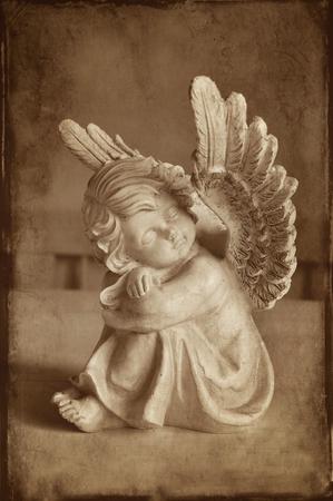 angel de la guarda: Vintage angel with wings dreaming.
