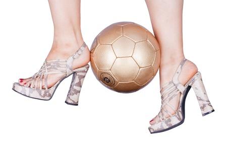 femme à jouer au football avec des talons hauts dans la conception de serpent Banque d'images - 10774814