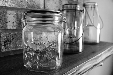 Mason Jars on Mantle Banco de Imagens - 87129281