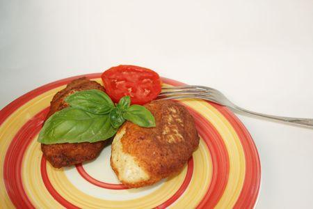 nourishing: Chuletas de cerdo jugoso con una guarnici�n de verduras. Una cena nutritiva de altos en calor�as
