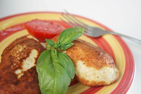 nourishing: Jugosas chuletas de cerdo con guarnici�n de verduras. Un alto en calor�as, nutritiva cena Foto de archivo