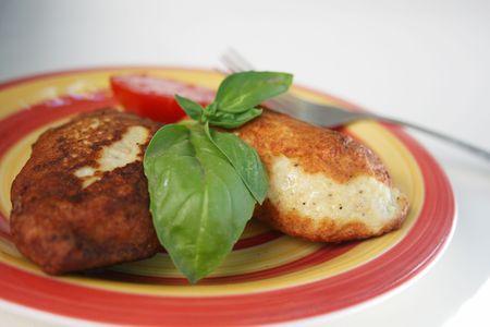 nourishing: Juicy chuletas de cerdo con una guarnici�n de verduras. Un nutritivo alto en calor�as cena