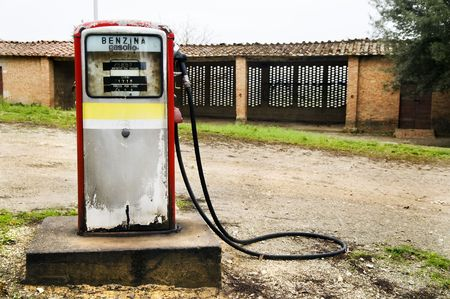 abandoned gas station: Very old gas pump in Tuscany, in the area between Siena and Asciano (Italy)